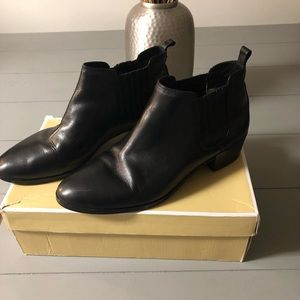 Michael Korda ankle boots